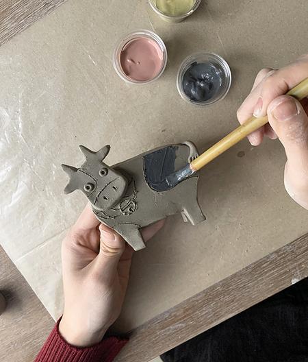 お家で制作キットを販売中-陶器の干支『丑』作り